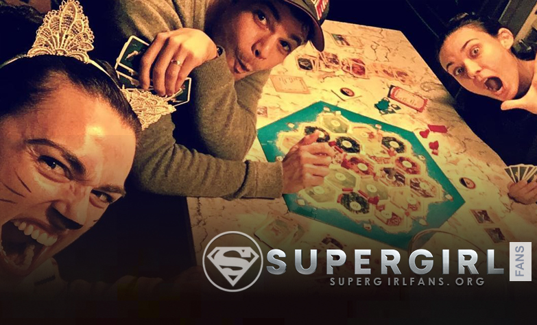 Nueva foto de Odette Annable, Katie Mcgrath y Jeremy Jordan en el set de Supergirl
