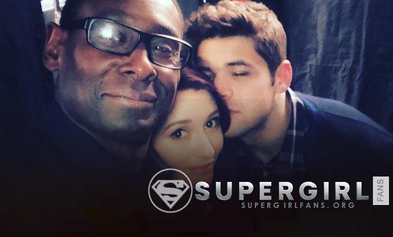 David Harewood, Chyler Leigh y Jeremy Jordan en el set de Supergirl