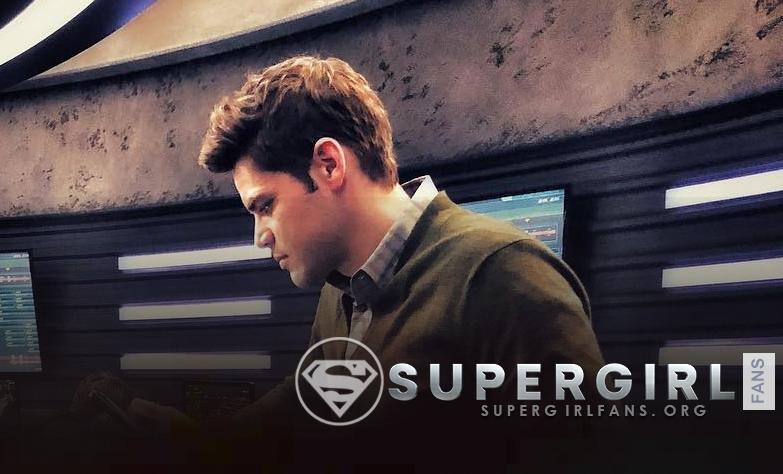 Nueva foto de Jeremy Jordan en el set de Supergirl