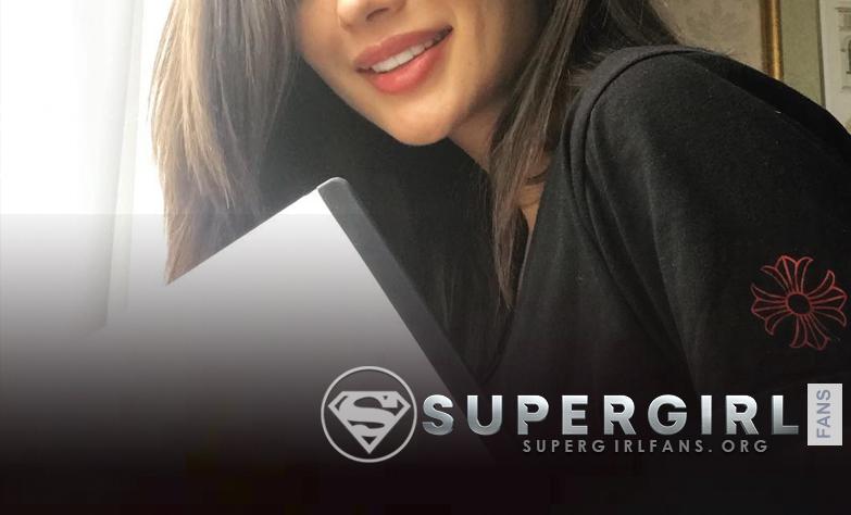 Amy Jackson en el set de Supergirl