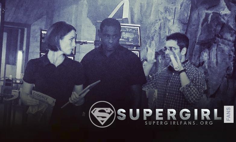 Nueva y antigua foto de Chyler Leigh y David Harewood en el set de Supergirl (S1)
