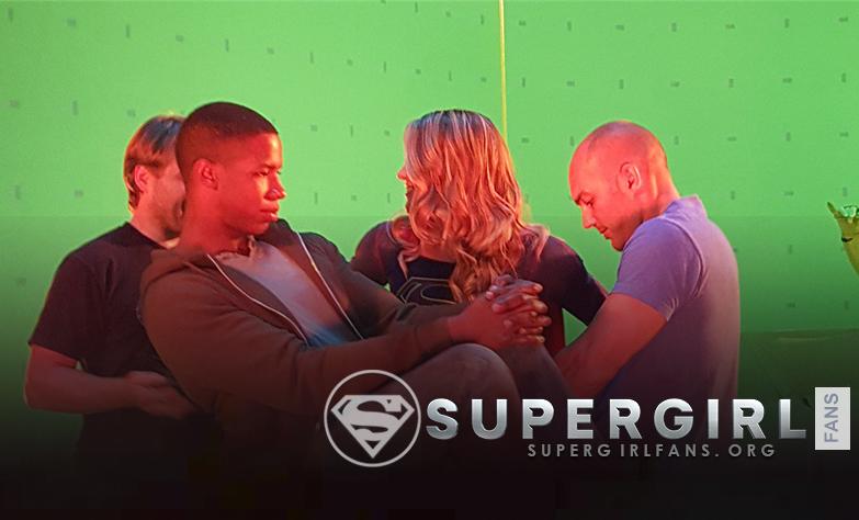 Nuevas y antiguas fotos de Melissa Benoist en el set de Supergirl