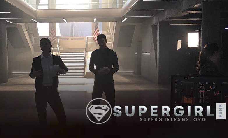 Nueva foto de Melissa Benoist y Chris Wood en el set de Supergirl