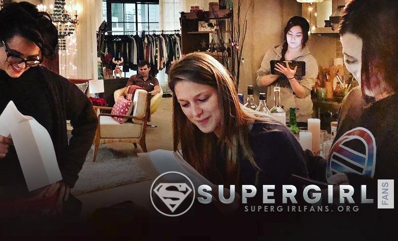 Nueva foto de Melissa Benoist, Katie McGrath y Chyler Leigh en el set de Supergirl