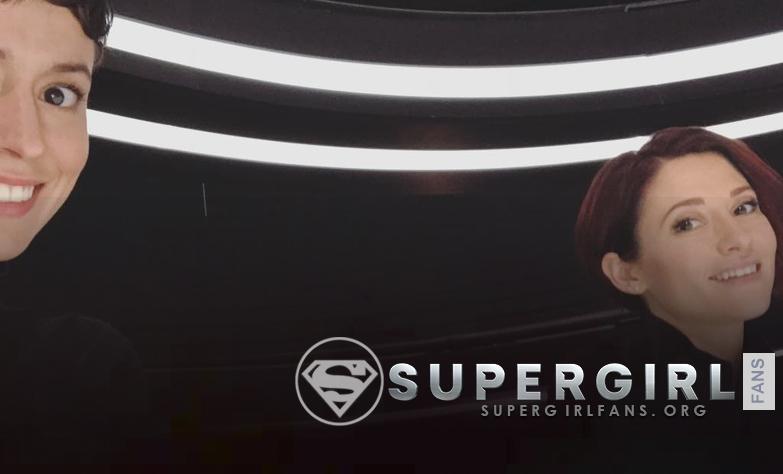 Nueva foto de Briana Venskus y Chyler Leigh en el set de Supergirl