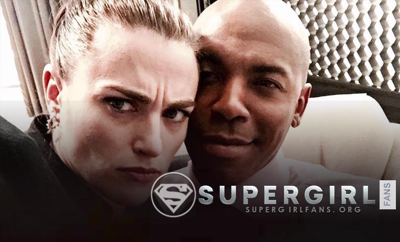 Mehcad Brooks nos comparte una foto junto a  Katie Mcgrath en el set de Supergirl