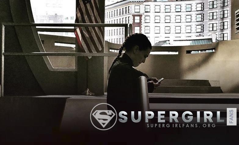 Nueva foto de Katie Mcgrath en el set de Supergirl