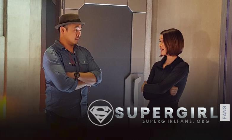 Nueva y antigua foto de Chyler Leigh junto a Larry Teng en el set de Supergirl