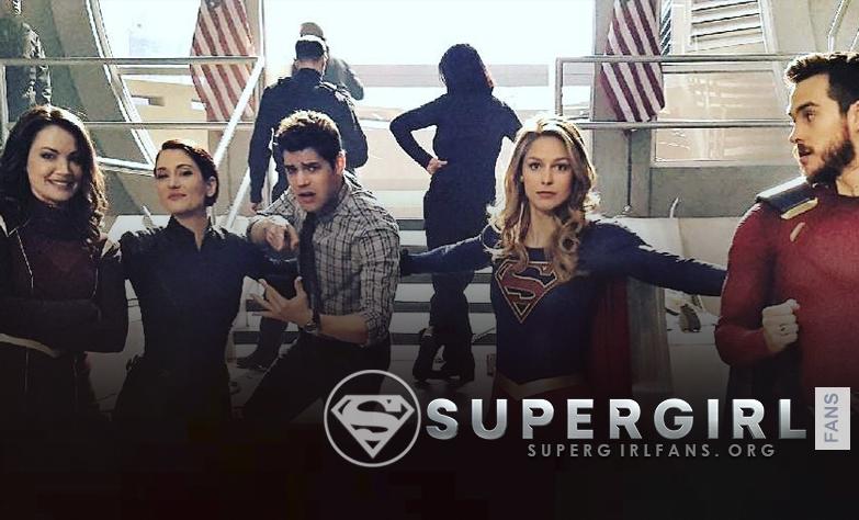 Nueva y antigua foto del cast de Supergirl en el set