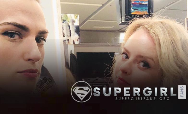 Nueva foto de Katie McGrath y Andrea Brooks en el set de Supergirl